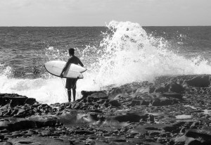 Pensive surfer_MG_1912bw